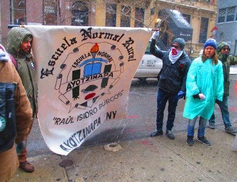 Jornada de resistencia frente al Consulado mexicano de Nueva York por Ayotzinapa. Foto: Israel Galindo